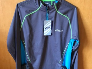 Asics unisex size M top (new with tags)