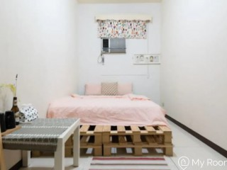 Beautiful and cozy room nearby Zhongshan Junior High School MRT Station